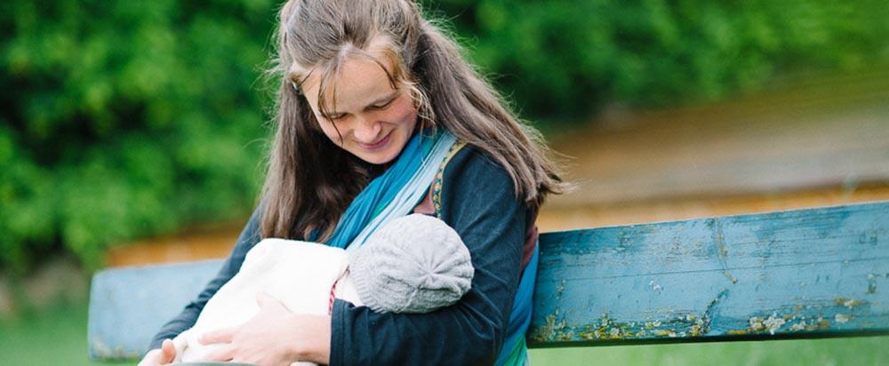 Mutter mit Baby geboren im Geburtshaus Marburg