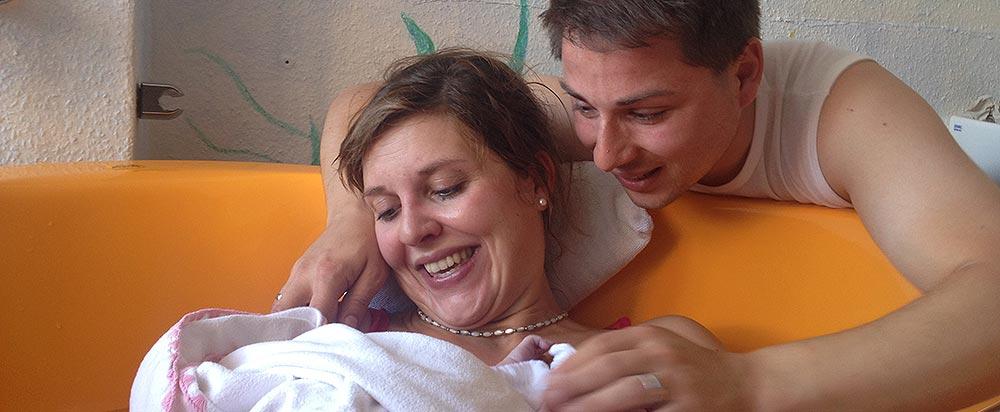 Glückliche Eltern nach der Geburt